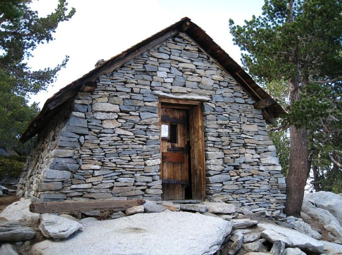 1024px-Hut_on_Mount_San_Jacinto